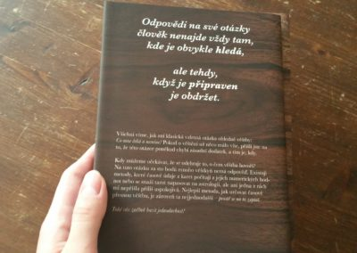 zadní obálka knihy o tarotu