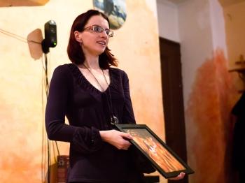 Noira v čajovně Šamanka hovoří na svém semináří o pohanských bozích