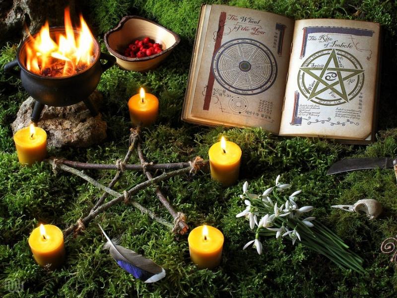 Oltář pro rituál čarodějnic na Imbolc
