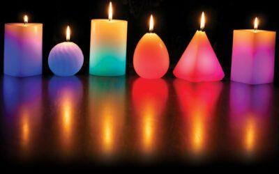 Magický svíčkový rituál s pyramidou